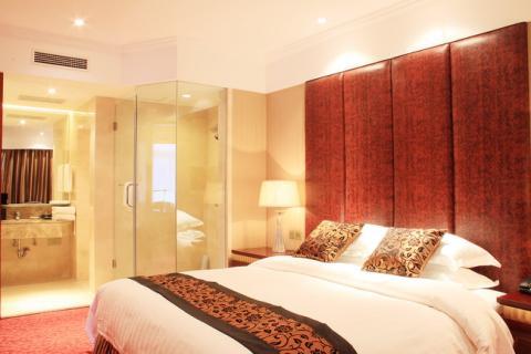 空调,房间直拨电话,卫星电视于一体的涉外旅游度假酒店,2009年宾馆又