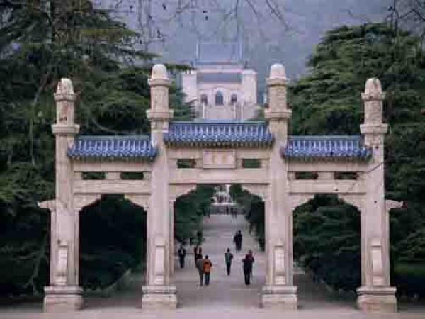 南京中山陵小火车在哪可以坐?图片